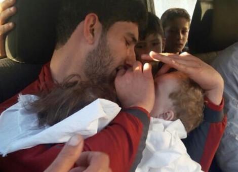 Anak-anak menjadi korban serangan senjata kimia di Khan Sheikhoun, Idlib, Suriah