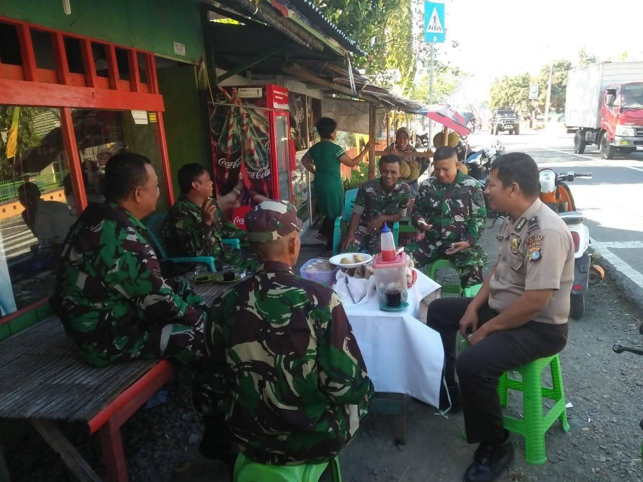 Gambar Jalin Sinergitas, TNI – Polri Ngopi Bareng