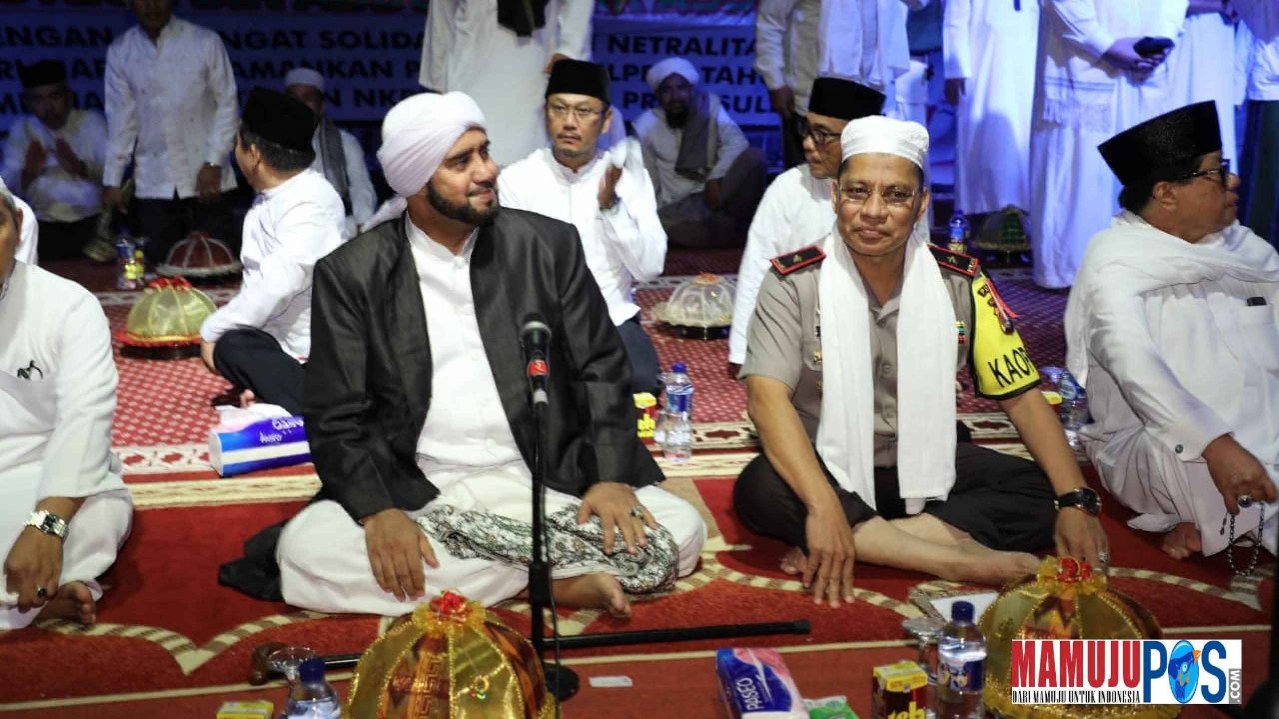 Gambar Mantan Gubernur Sulbar Dua Periode AAS Turut Hadiri Shalawat Akbar