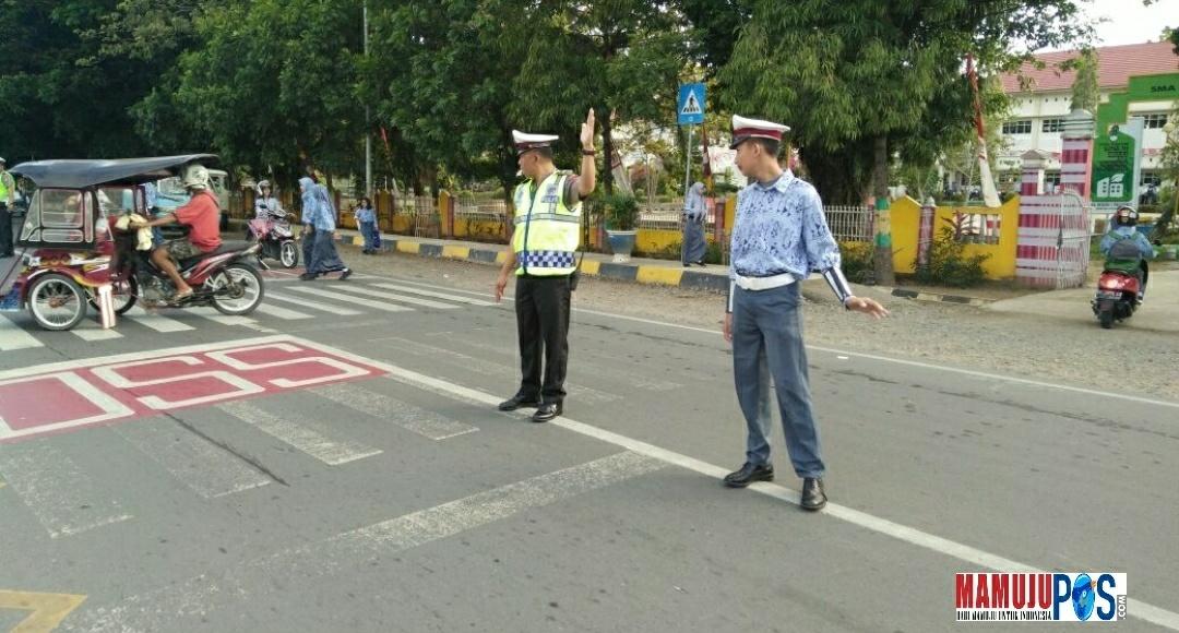 Gambar Puluhan Pelajar Diajak Berikrar Tertib Lalu-lintas