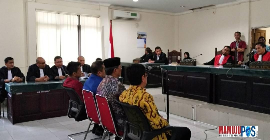 Gambar Hakim Vonis Bebas Empat Mantan Pimpinan DPRD Sulbar