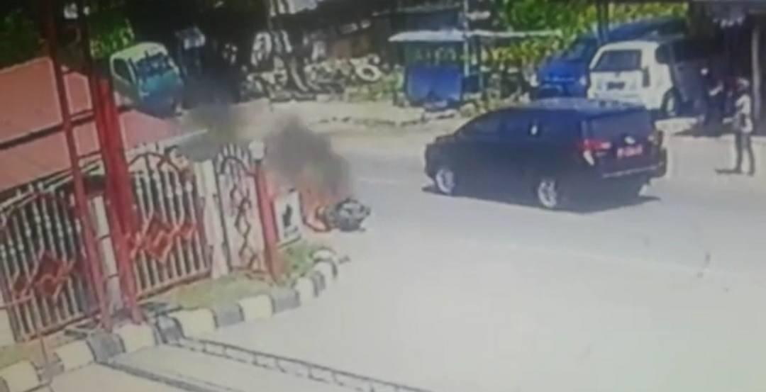 Gambar Sepeda Motor Terbakar di depan SPBU Kali Mamuju