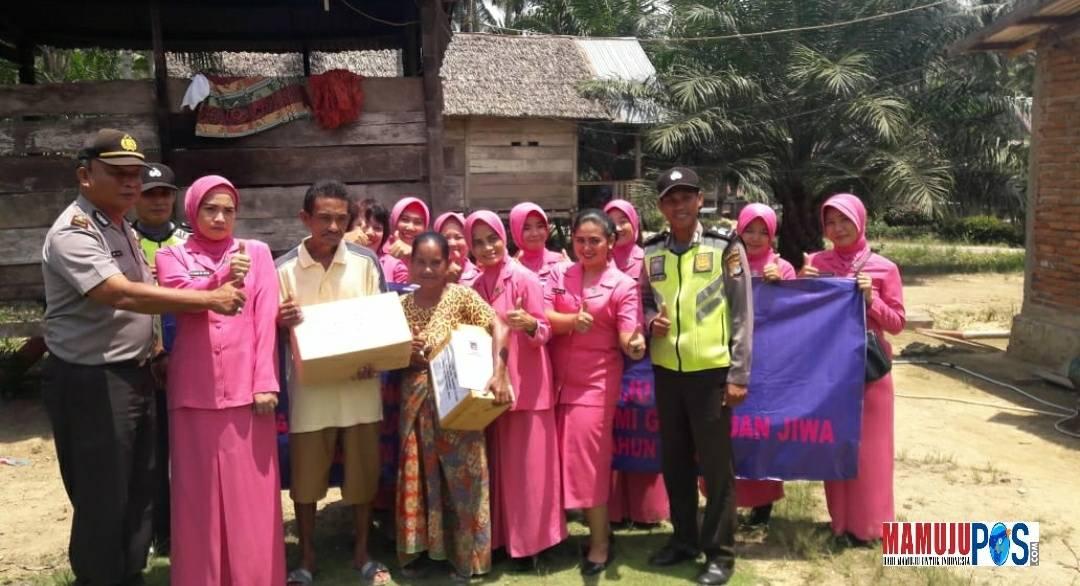 Gambar Bhayangkari Polres Matra Santuni Harman, Penderita Gangguan Jiwa
