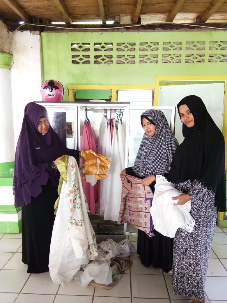 foto Hari Libur Dimanfaatkan Bhayangkari Sendana Bersih-bersih Masjid