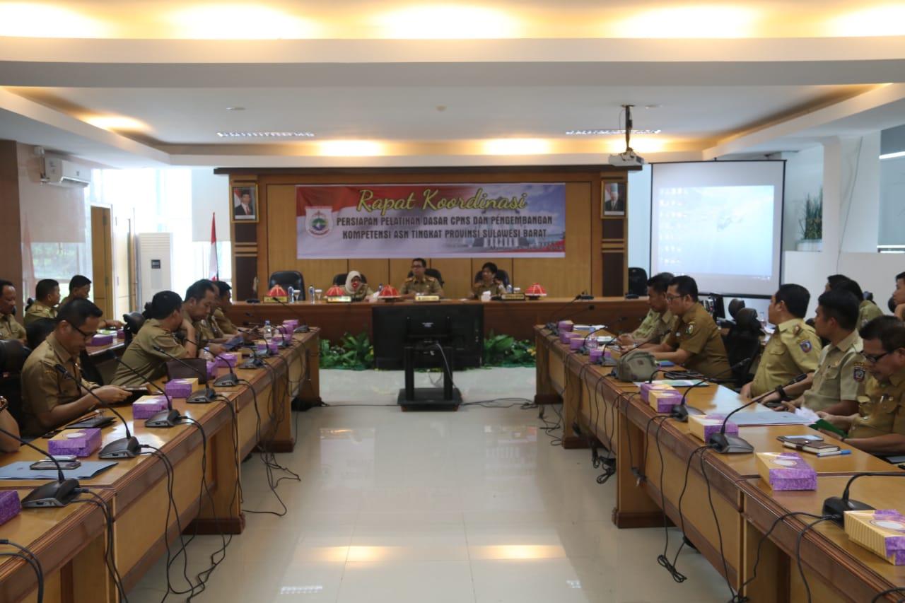Rapat Koordinasi (Rakor) Persiapan Pelatihan Dasar (Latsar) CPNS dan Pengembangan Kompetensi  ASN Tingkat Sulbar, yang berlangsung di ruang rapat lantai 2 Kantor Gubernur Sulbar, Selasa ,(15/01/2019).