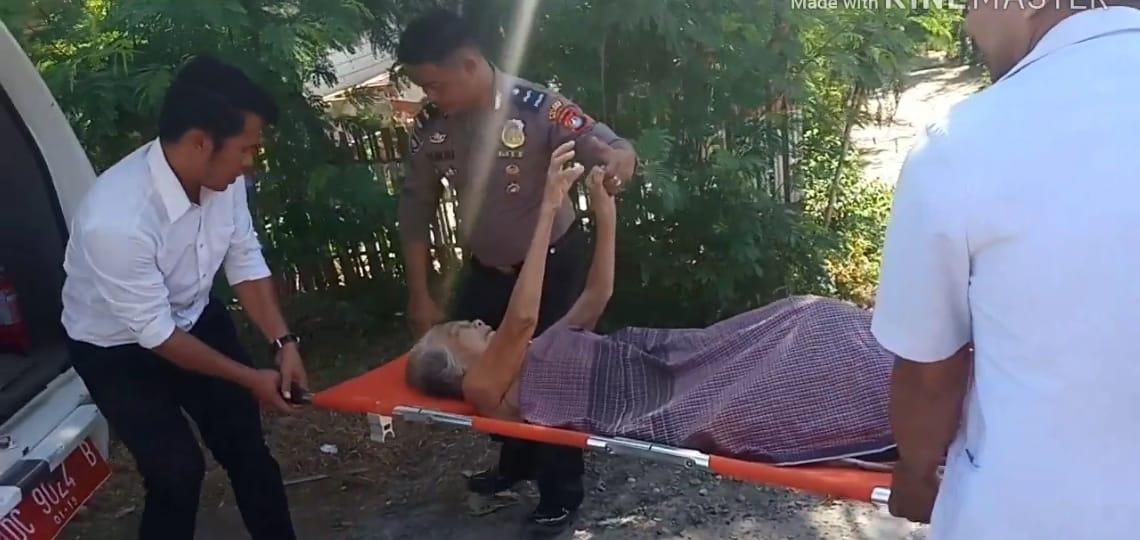 Gambar Salut, Peduli Sesama, Polres Majene Evakuasi Seorang Nenek ke Puskesmas Lembang