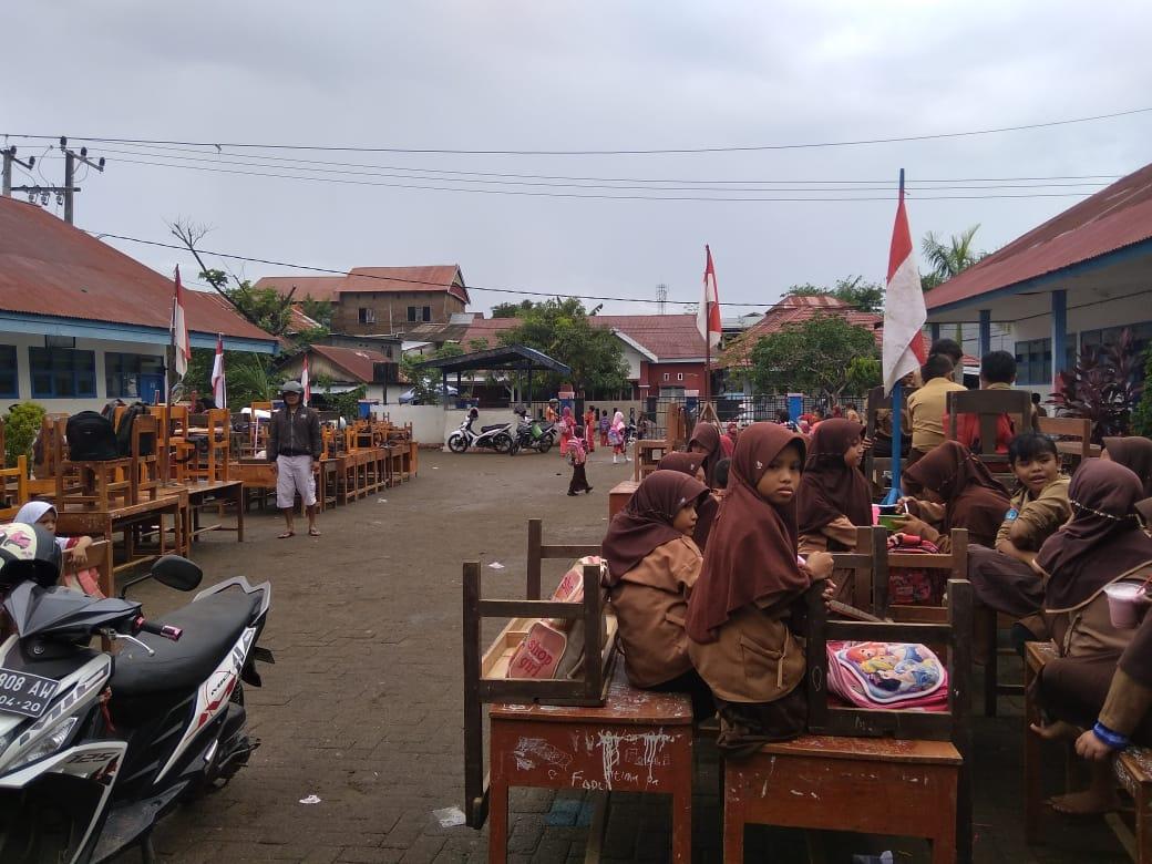 Banjir Surut, Sejumlah Sekolah Mulai Bersih-bersih