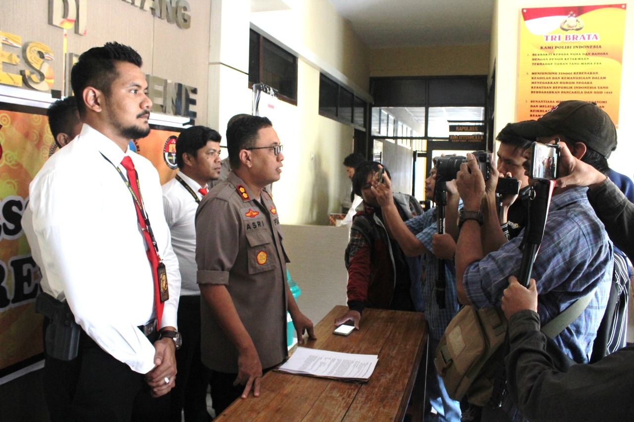 Gambar Ketua DPRD Majene Resmi Jadi Tersangka