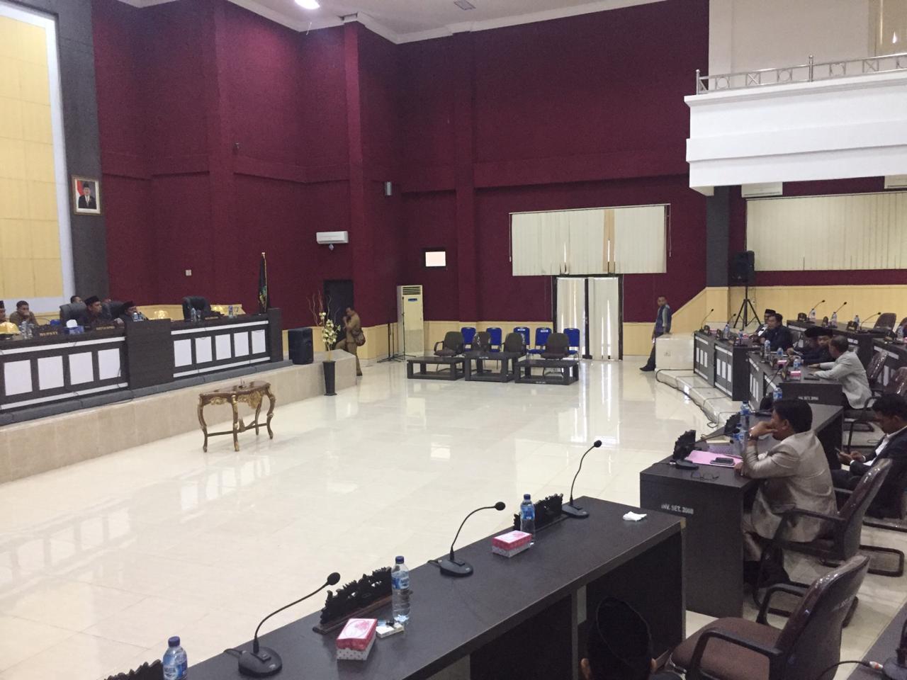 DPRD Pasangkayu saat menggelar sidang paripurna pemandangan fraksi, Senin 11 Maret 2019