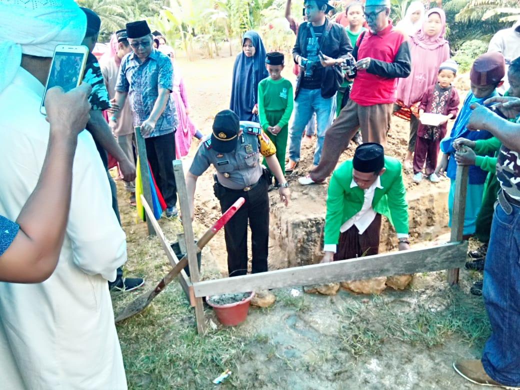 Gambar Kapolsek Sarudu Hadiri Peletakan Batu Pertama Pembangunan Madrasah