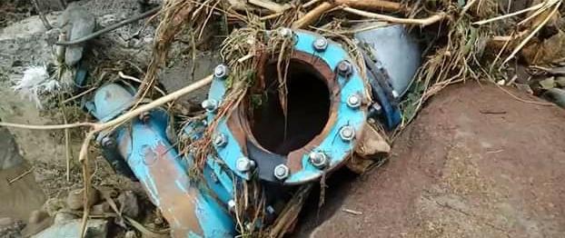 Gambar Pasca Banjir Bandang, Pipa Utama Air PDAM Putus di Kalukku