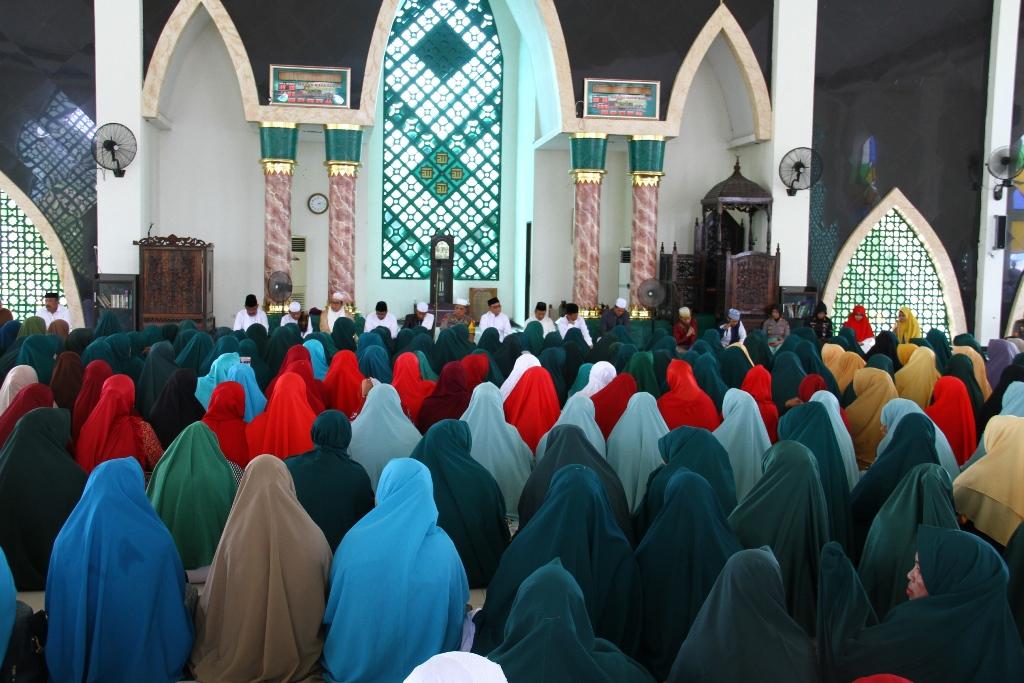 Gambar Ribuan Ibu Majelis Taklim Ramaikan Pengajian Akbar