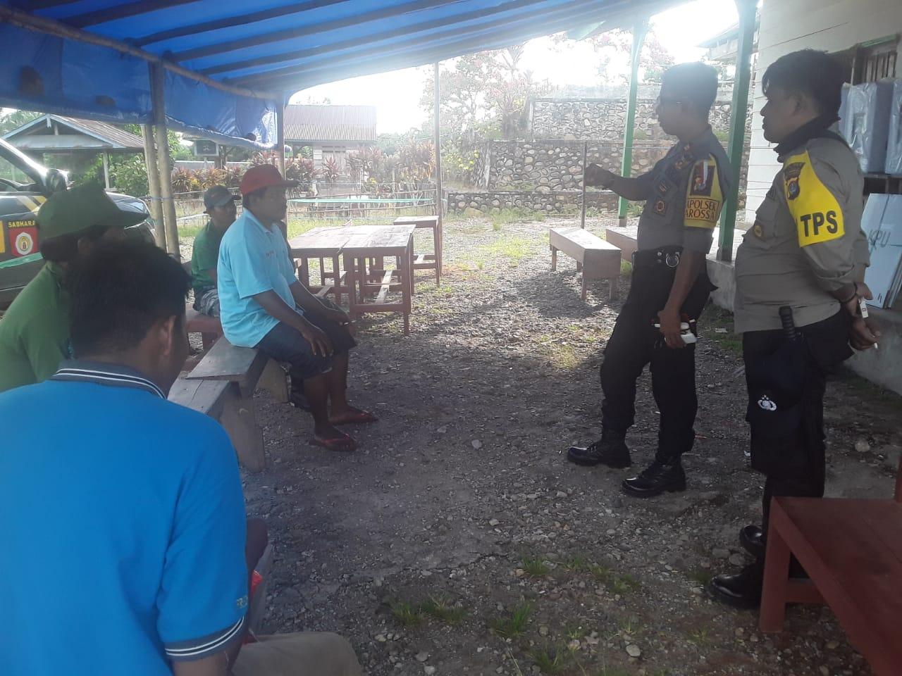 Gambar Kapolsek Karossa Pantau 69 TPS di 11 Desa