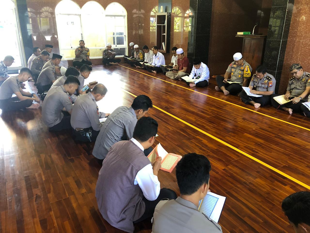 img AKBP Arvan: Jadikan Al-Qur'an Sebagai Pembasah Bibir di Bulan Ramadhan