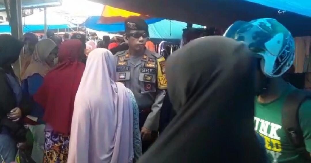 Cegah Aksi Kriminalitas, Kapolsek Karossa Pantau Situasi Pasar Jelang Lebaran