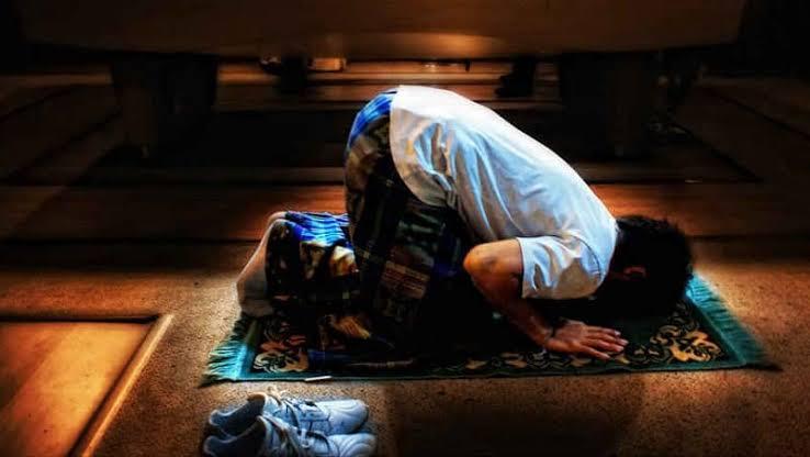 Gambar Apapun Masalahmu, Hamparkan Sajadah Sekarang dan Berdoalah Dalam Sujudmu