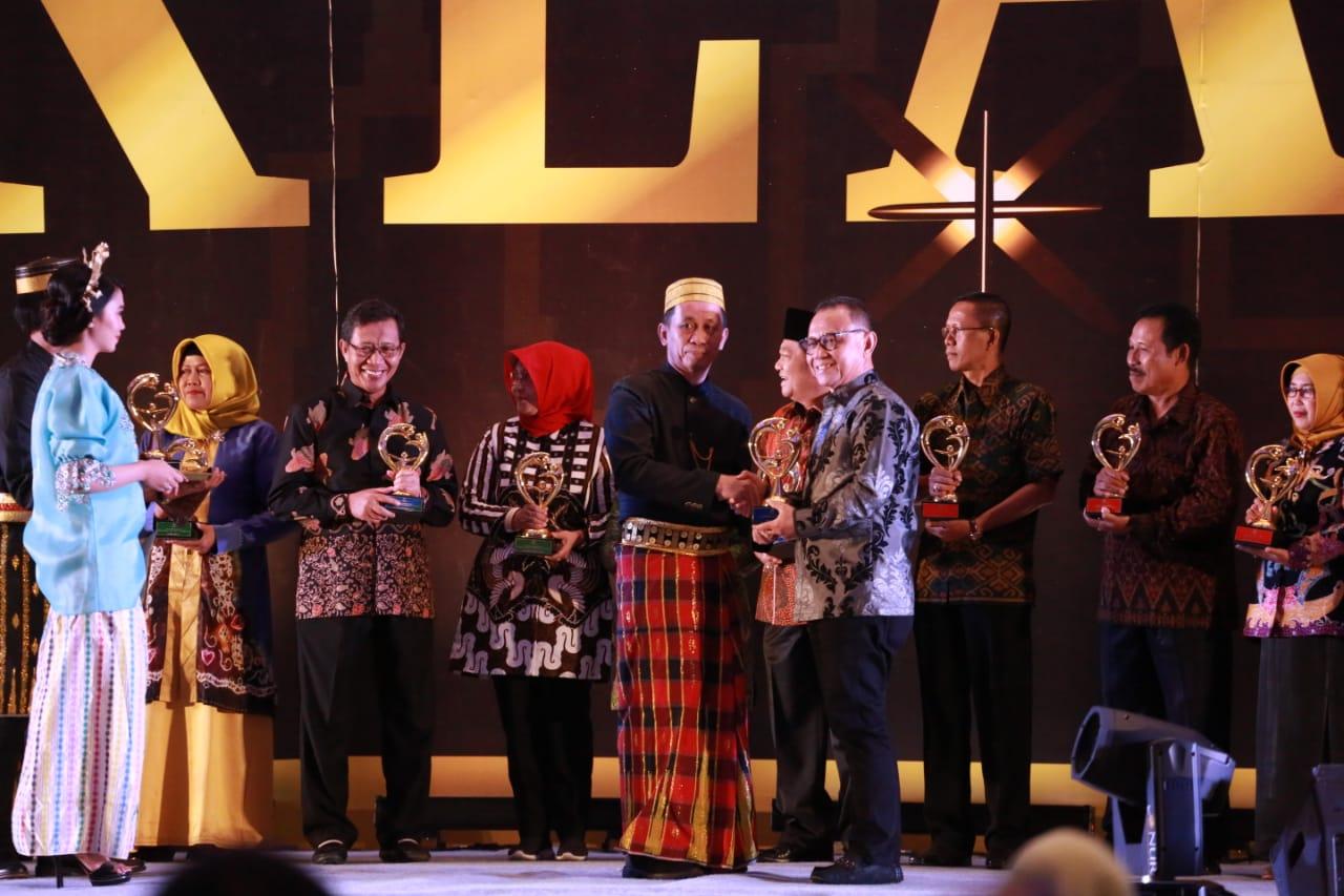 Kabupaten Mamuju Terima Penghargaan Dari Manteri PPPA
