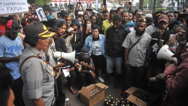 img Oknum Polisi Pemberi Miras ke Mahasiswa Papua Diperiksa Propam