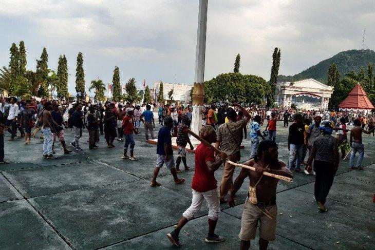 Gambar Kontak Senjata di Papua, 1 TNI Tewas dan 5 Polisi Terkena Panah