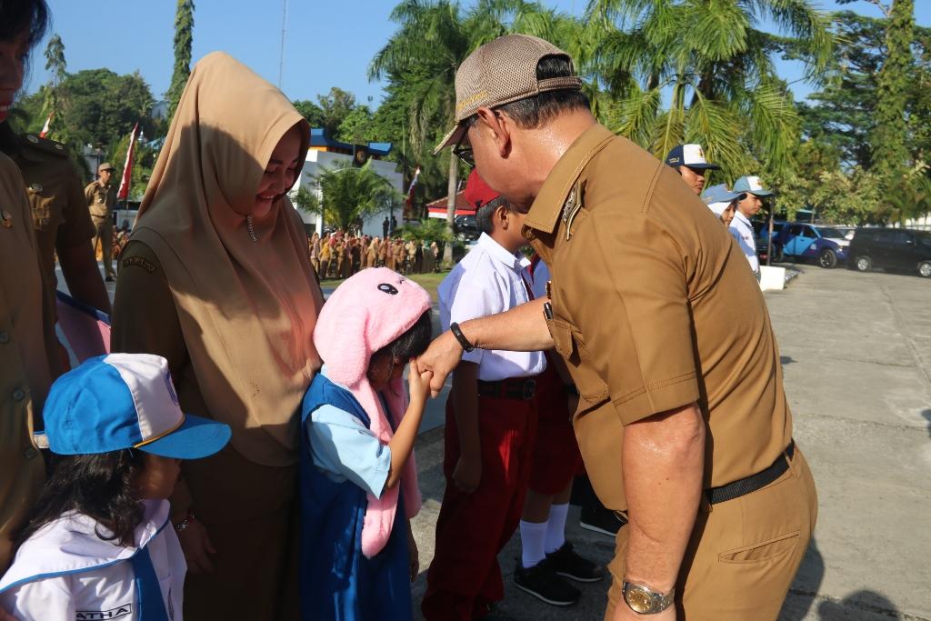 Gambar Bupati Mamuju Launching Kartu Identitas Anak