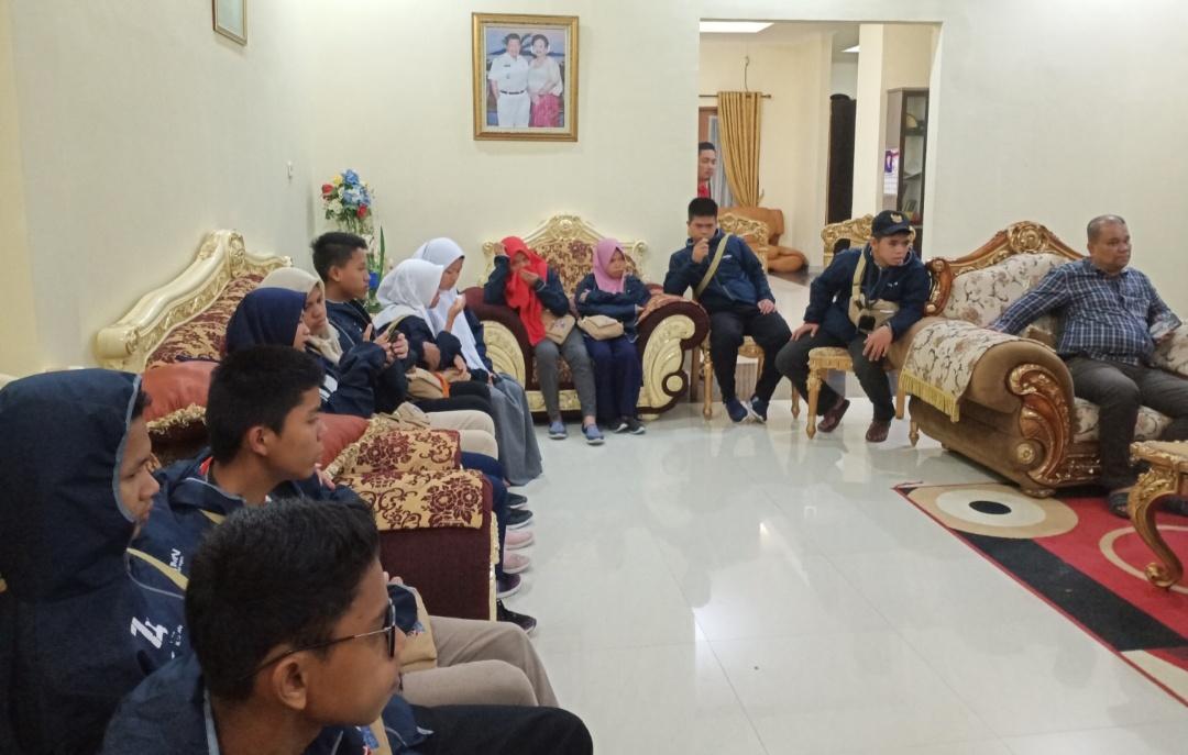 Gambar Ini Jawaban Tim Fasilitasi Soal Tidak Ditemuinya Pelajar SMN Oleh Gubernur Sulbar