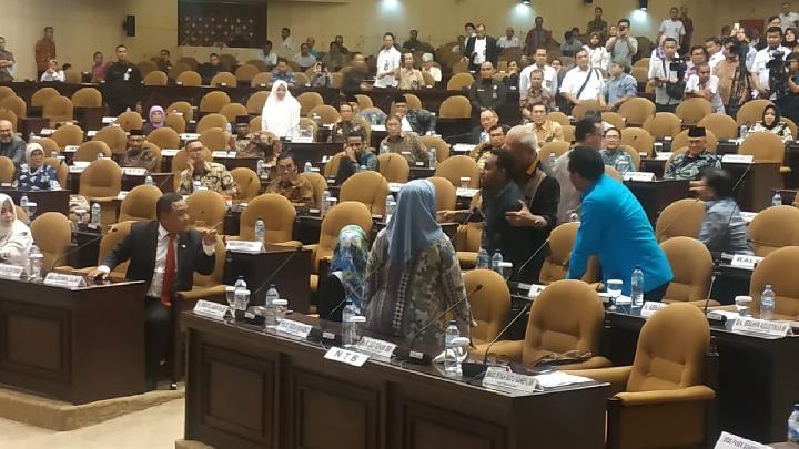 img Sidang Paripurna Luar Biasa Ricuh, Anggota DPD Asri Anas Nyaris Adu Jotos