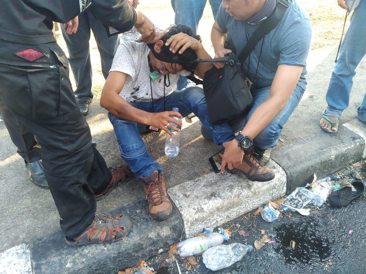 Gambar Cerita Darwin, Korban Penganiayaan Oknum Polisi Saat Meliput Demo