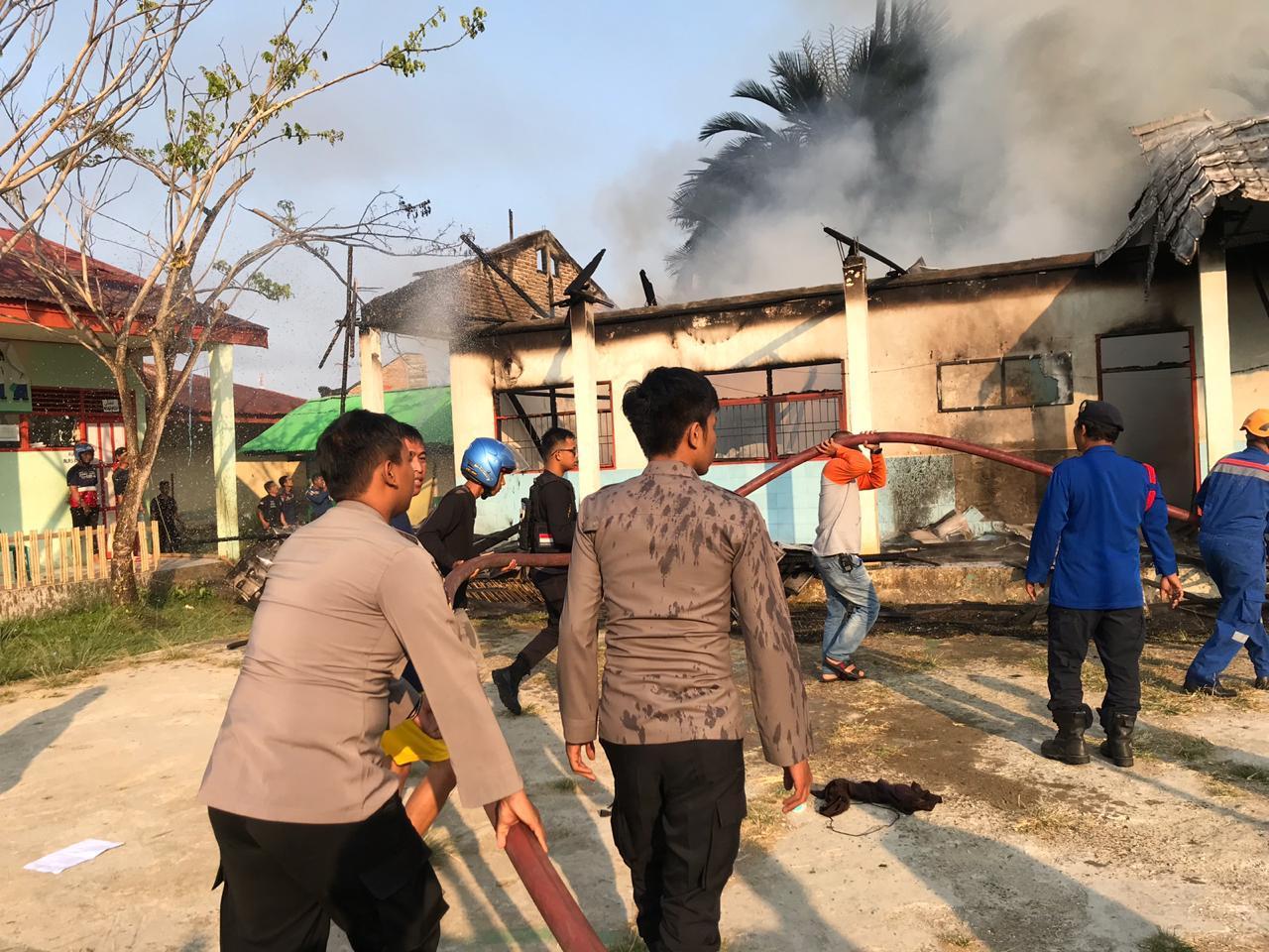 Gambar Gara-gara Bakar Sampah, MA DDI Guppi  Terbakar