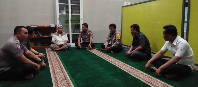 Gambar Temui Pengurus Masjid, Polisi Sampaikan Permohonan Maaf