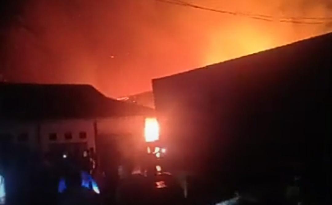 Gambar Pasar Tasiu Terbakar