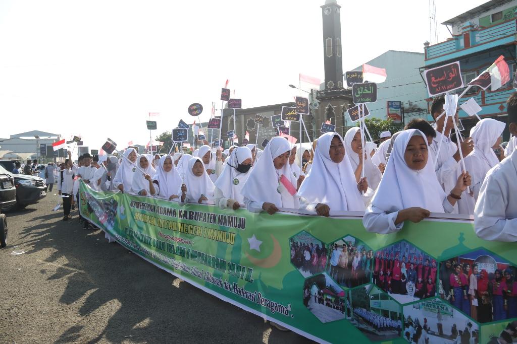 Gambar 3.850 Orang Ramaikan Pawai Ta'ruf 1 Muharram di Mamuju