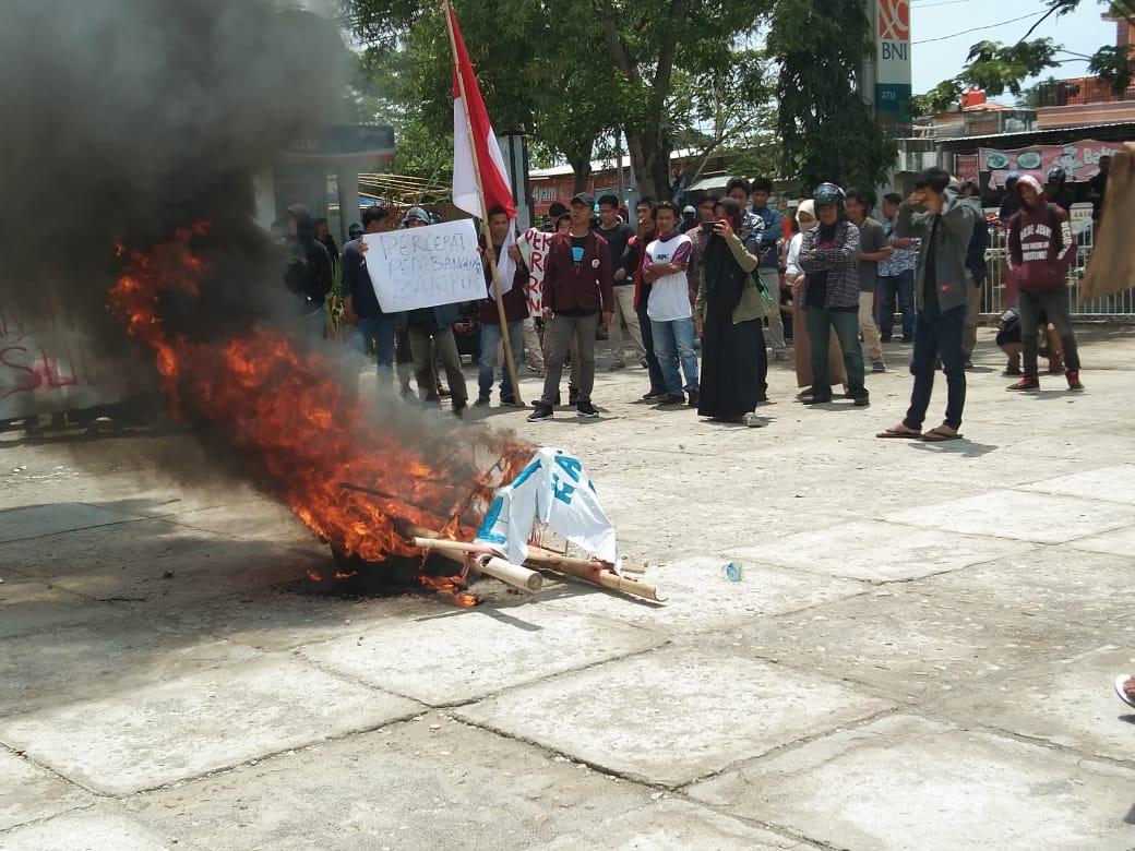 Gambar Mahasiswa Unsulbar Demo Tuntut Perbaikan Akreditasi Fakultas