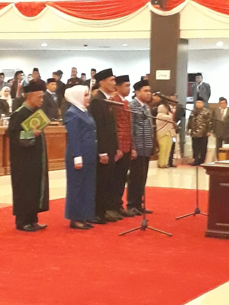 Empat Pimpinan DPRD Sulbar Dilantik