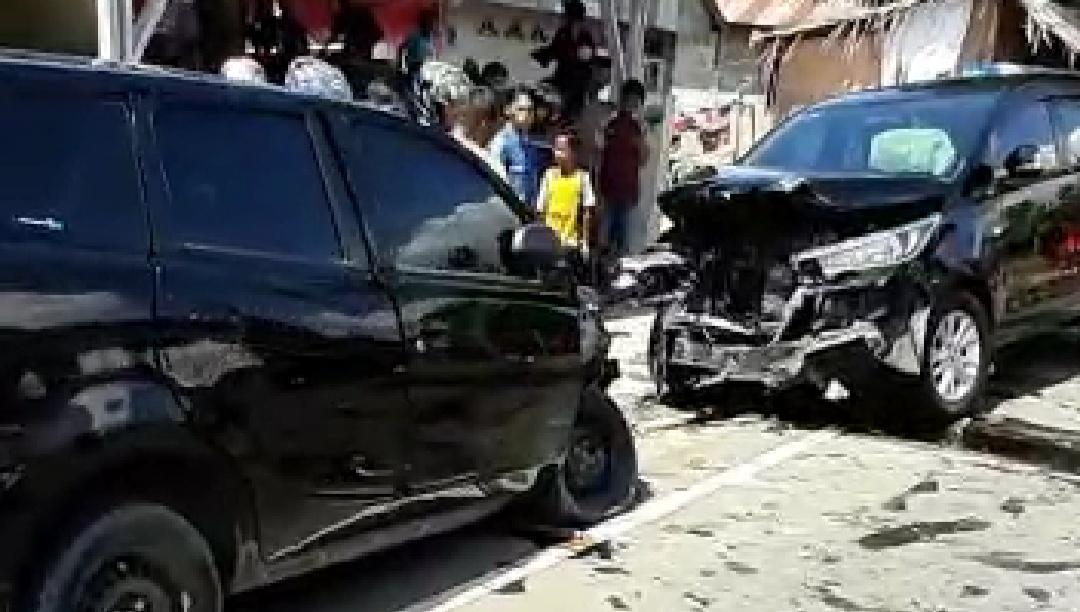Gambar Tabrakan Mobil vs Mobil di Mamuju, 1 Tewas