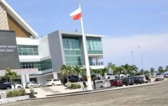 Gambar DPRD Sulbar Minta Maaf Soal Bendera Terbalik