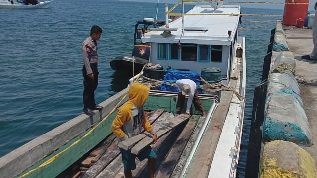 Gambar Kayu Ilegal dan Bahan Peledak Digagalkan di Perairan Mamuju