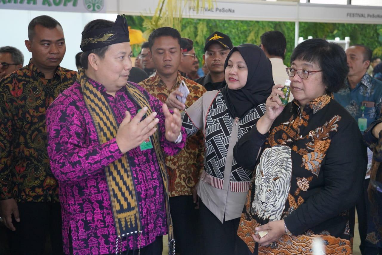 Gambar Menteri LHK Apresiasi Tokoh Hutan Sosial 2019