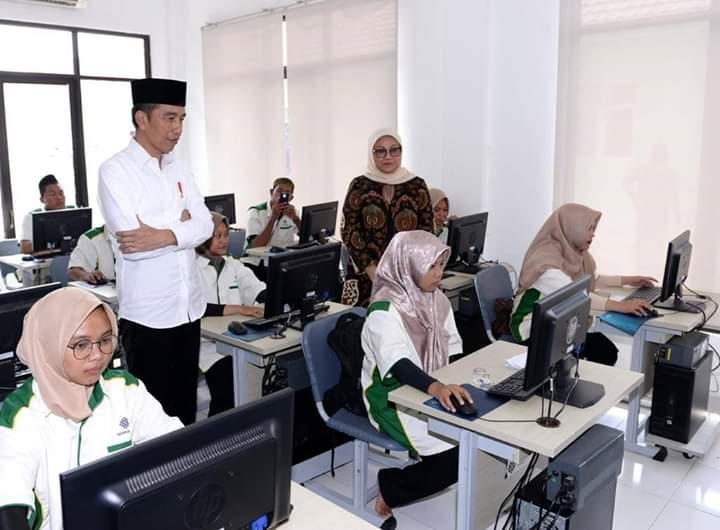 Gambar Presiden Jokowi Berikhtiar Tingkatkan SDM Pesantren