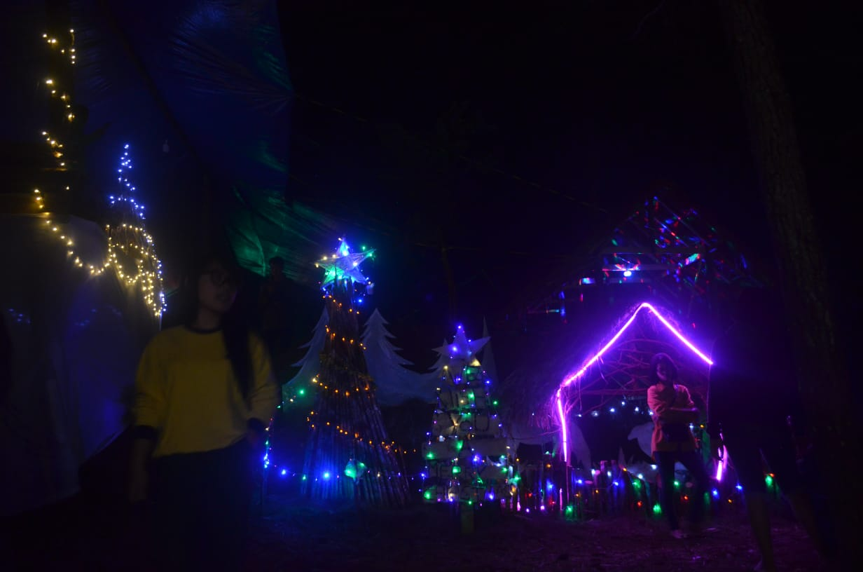 Gambar Pembukaan Kampung Natal Dibanjiri Ribuan Pemgunjung