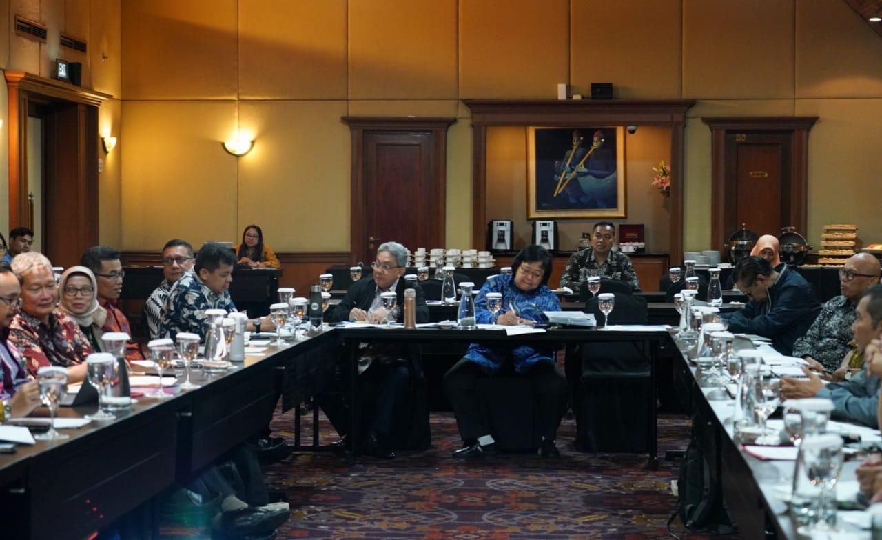 Gambar Menteri Siti Nurbaya: Pemerintah Telusuri Isu Dioksin Telur Ayam di Sidoarjo