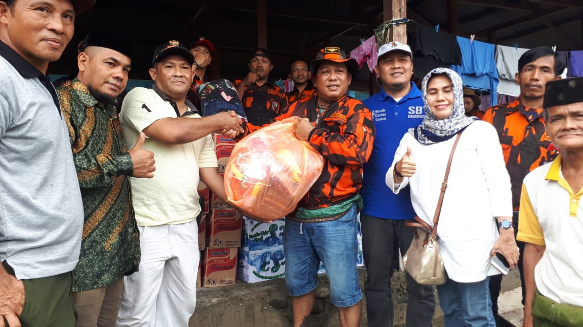 Gambar MPC Pemuda Pancasila Mamuju Serahkan Bantuan untuk Korban Abrasi di Desa Taan