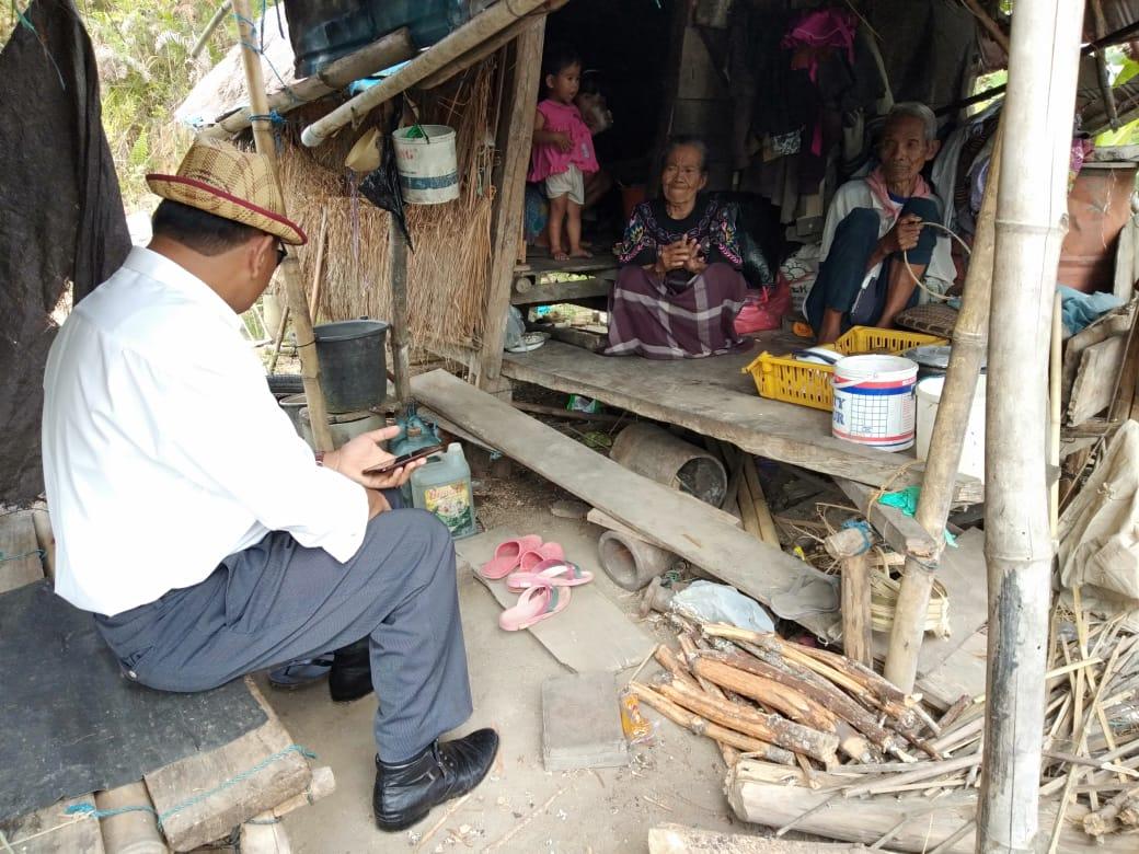 Gambar DPKPP Mamasa Tanggap, Langsung Sambangi Pasangan Lansia di Gubuk Reot