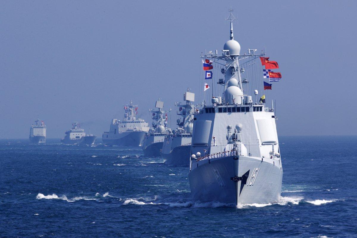 Puluhan kapal angkatan laut terlihat melakukan latihan di perairan yang disengketakan