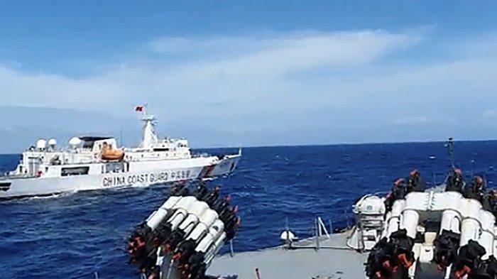 Gambar Tegang! Ini Video Detik-Detik Debat Kru KRI dan Kapal China, Ada Pejabat Terlibat?