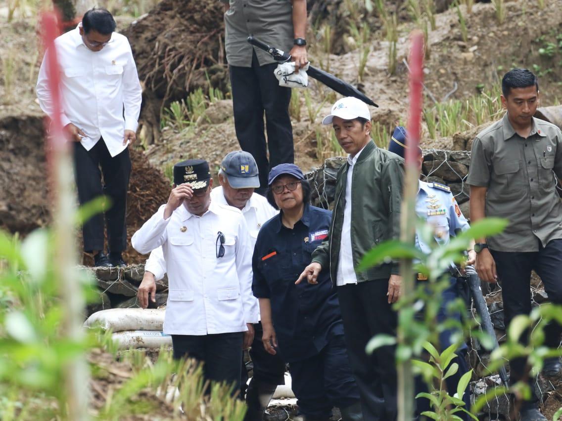 Gambar Pulihkan Lingkungan, Pemerintah dan Masyarakat Bekerja Sama Lakukan RHL di Lokasi Bencana