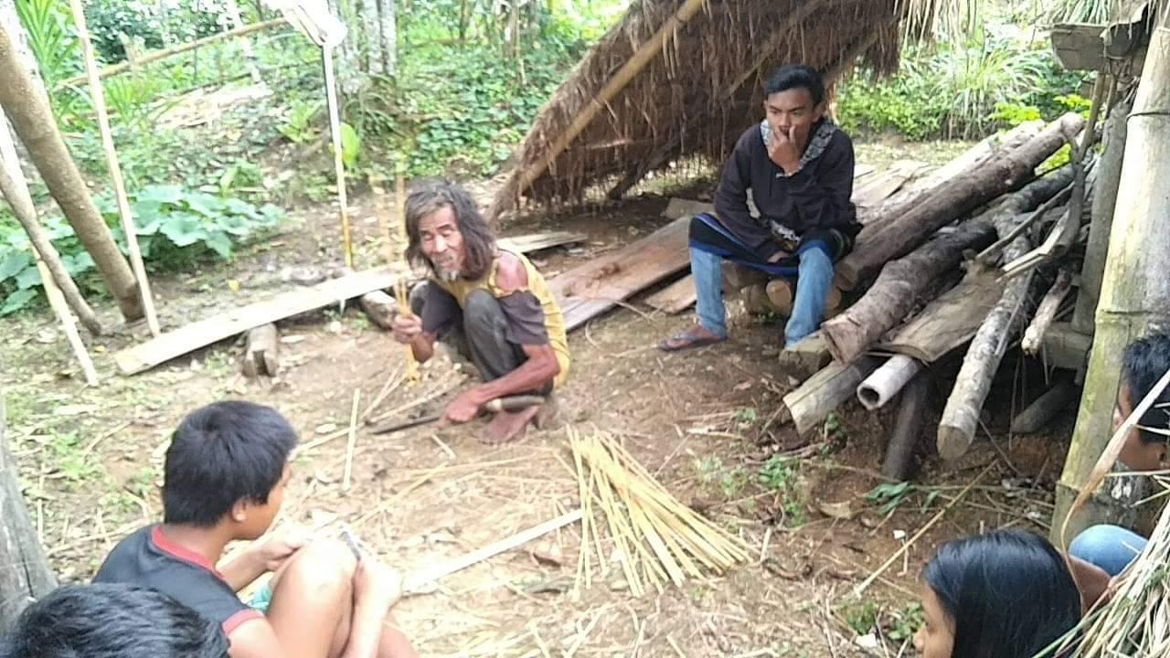 Gambar APA Mamasa Galang Dana untuk Kakek Peli di Gubuk Reot