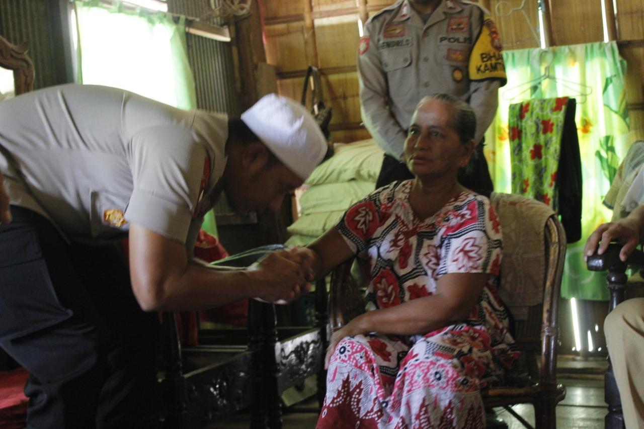 img Kunjungi Nenek Usia 70 Tahun adalah Wujud Peduli Polres Majene