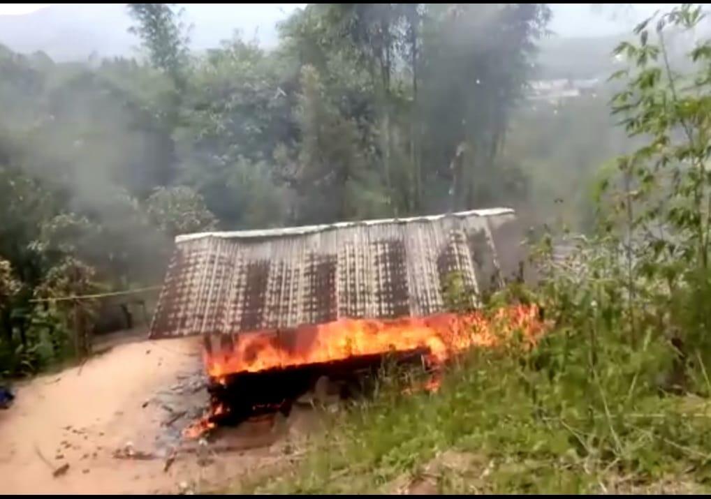 Gambar Kebakaran, Satu Rumah di Desa Taupe Hangus