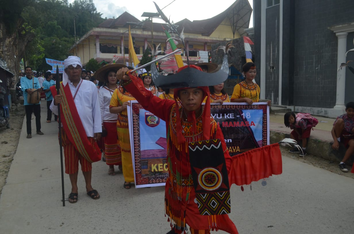 Gambar Karnaval Budaya Dimeriahkan Ribuan Peserta, Sambut HUT ke-18 Kabupaten Mamasa,