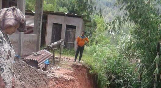 Gambar Longsor Mengancam Gedung Gereja Ne'ke' Desa Taupe